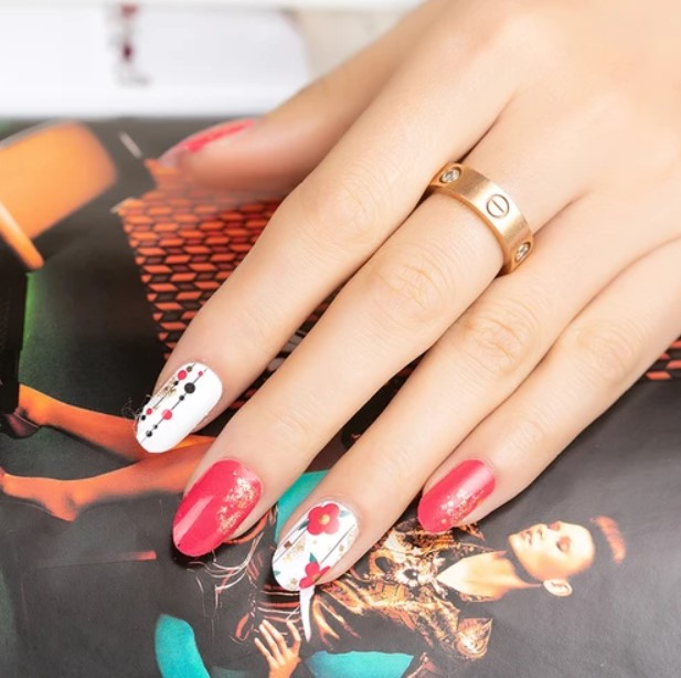 Simple Steps for Nail Wraps Application